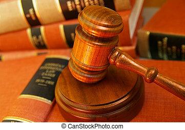 裁判官, 小槌, 上に, a, 山, の, 法律書