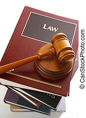 裁判官, 法的, 小槌, 上に, a, 山, の, 法律書
