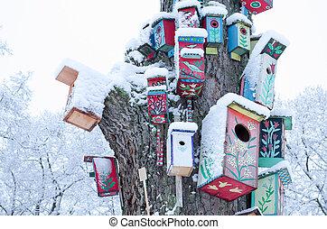 装飾, birdhouse, ぴったり重なっているボックス, 雪, 木の幹, 冬