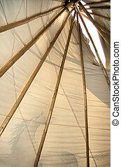 裡面, 圓錐形帳篷