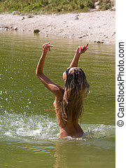 裸である, 若い女性, 入浴, 中に, ∥, 海