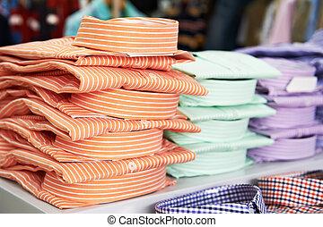 襯衫, 在, a, 商店