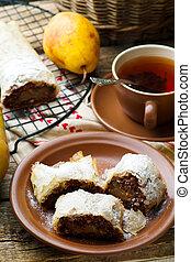西洋ナシ, そして, チョコレート, strudel., .selective, 焦点を合わせなさい。