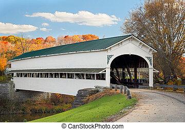 覆われた 橋, ∥において∥, westport