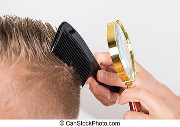 見る, 医者, 患者の, ガラス, によって, 毛, 拡大する