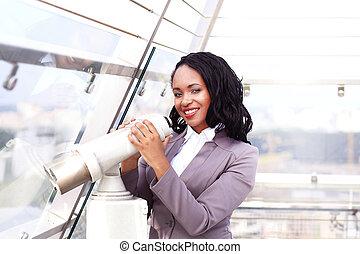 見る, 女性実業家, 双眼鏡, によって, 都市の景観, 肖像画, 幸せ