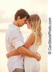 見る, 女, 愛, ロマンチックな カップル, 瞬間, eachothers, 情事, 額, 感動的である, 日没, eyes., 人, 浜, 持つこと, 幸せ