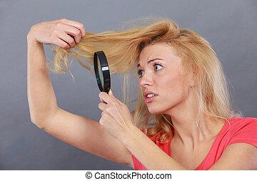 見る, 女, 毛, ガラス, によって, 拡大する