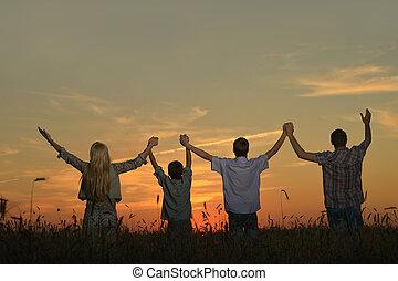 見る, 家族, 手を持つ