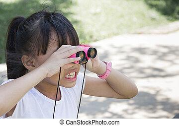 見る, 若い, 双眼鏡, 何か, 嫌気, 女の子