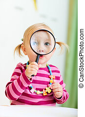 見る, magnifier, 女の子, よちよち歩きの子, によって