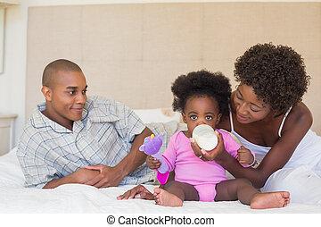 親, 女の子, ∥(彼・それ)ら∥, 赤ん坊 ベッド, 幸せ
