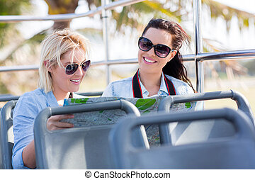 観光客, 旅行する, 上に, a, 開いているトップ, バス
