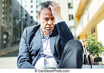 解雇, 後で, 年配, しわを寄せられた, ひどい, 感じ, 人