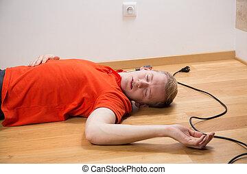 觸電致死, 電工, 躺
