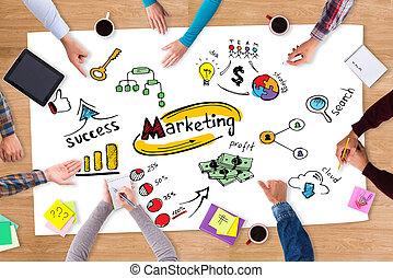 討論, strategy., 頂視圖, ......的, 紙, 由于, 鮮艷, 勾畫, 放置, 上, the, 木製的桌子, 以及, 人們坐, 大約, 它