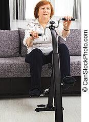 訓練, 女, 作りなさい, 自転車, 手, 接合箇所, フィート, シニア, home., 家, 練習, 維持しなさい