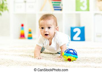 託児所, 面白い, 男の子, 屋内, 這う, 赤ん坊