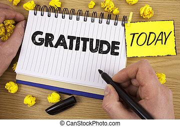 詞, 寫, 正文, gratitude., 生意概念, 為, 質量, ......的, 是, 感謝, 欣賞, 感謝, acknowledge, 寫, 所作, 人, 上, notepad, 藏品, 記號, 上, 木制, 背景, 今天, 紙球