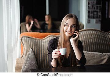 話し, コーヒー, shop., 電話, 女性実業家