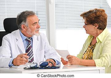 話し, 彼の, 患者, 女性の医者