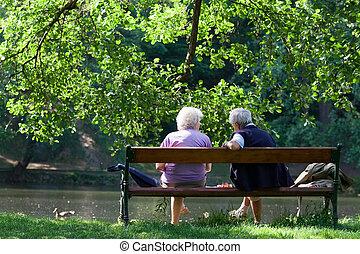 話し, 春, ベンチ, 公園, 祖父母
