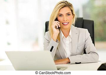 話し, landline, 若い, 電話, 女性実業家