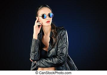 誘うこと, 女, 革, fashion., 美しさ, 若い, suit., 魅力的, 仮縫い