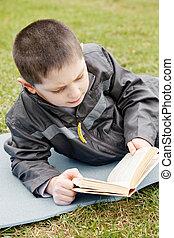 読む本, 子供, 屋外で