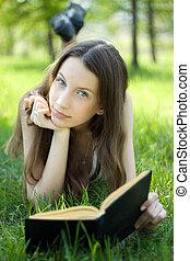 読む本, 牧草地, 学生, 若い