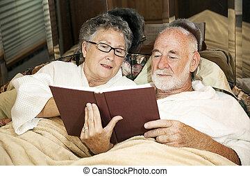 読書, 恋人, シニア, ベッド