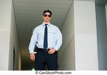 警備員, 地位, ∥において∥, ∥, 入口