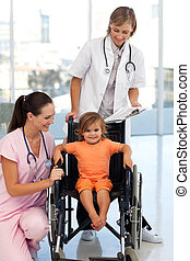 護士, 以及, 醫生, 由于, a, 年輕的病人
