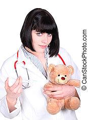 護士, 做, an, 注射, 到, a, 玩具熊