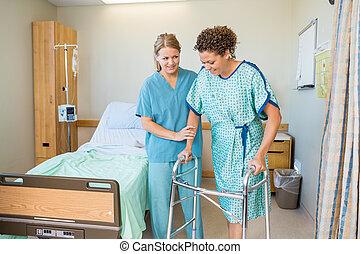 護士, 幫助, 病人, 走, 使用, 步行者, 在, 醫院
