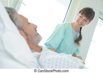 護士, 微笑, 在, 男性, 病人
