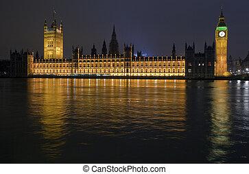 议会的房屋, 夜间