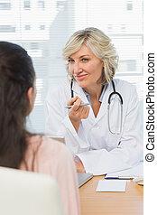 谈话, 女性的医生, 友好, 患者
