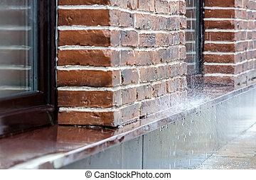 豪雨, たたきつける, 上に, 舗装, 上に, れんがの壁, 背景