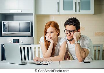 負債, お金, いいえ, 給料, 恋人, 悩み, 賃貸料, 持ちなさい, 強調された