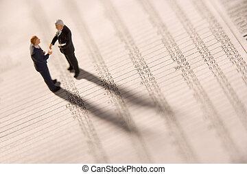 財政, 小立像, 2, ビジネスマン, 手, 新聞, 動揺