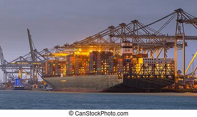 貨船, 運送者, 傍晚