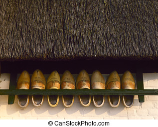 貯蔵の 棚, ∥で∥, 木製のくつ