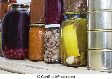 貯蔵, 棚, 中に, 食料貯蔵室, ∥で∥, 手製, 缶詰にされる, 維持された, 果物と野菜