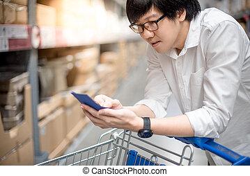 買い物, 点検, リスト, 若い, アジア人, 倉庫, 人