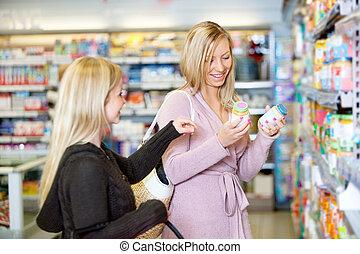 買い物, 若い, 一緒に, 間, 微笑, 女性