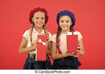 買い物, tour., yourself., 来なさい, bonus., childhood., true., 子供, 子供, 幸せ, boxes., 贈り物, gift., 余分, concept., 一突き, 女の子, 贈り物, ボーナス, かわいい, 得なさい, 小さい, 夢, birthday, 把握