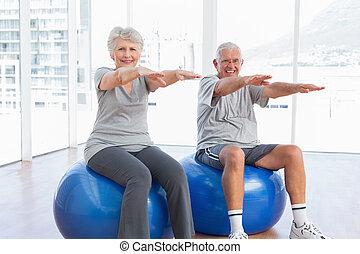資深 夫婦, 做, 伸展, 鍛煉, 上, 健身, 球