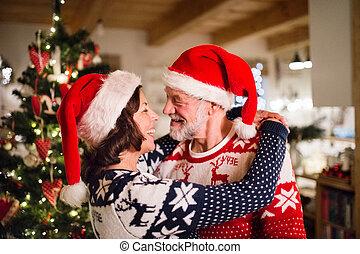 資深 夫婦, 由于, 聖誕老人, 帽子, 在, 聖誕節, time.