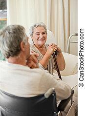 資深 夫婦, 談話, 在, a, 醫院房間